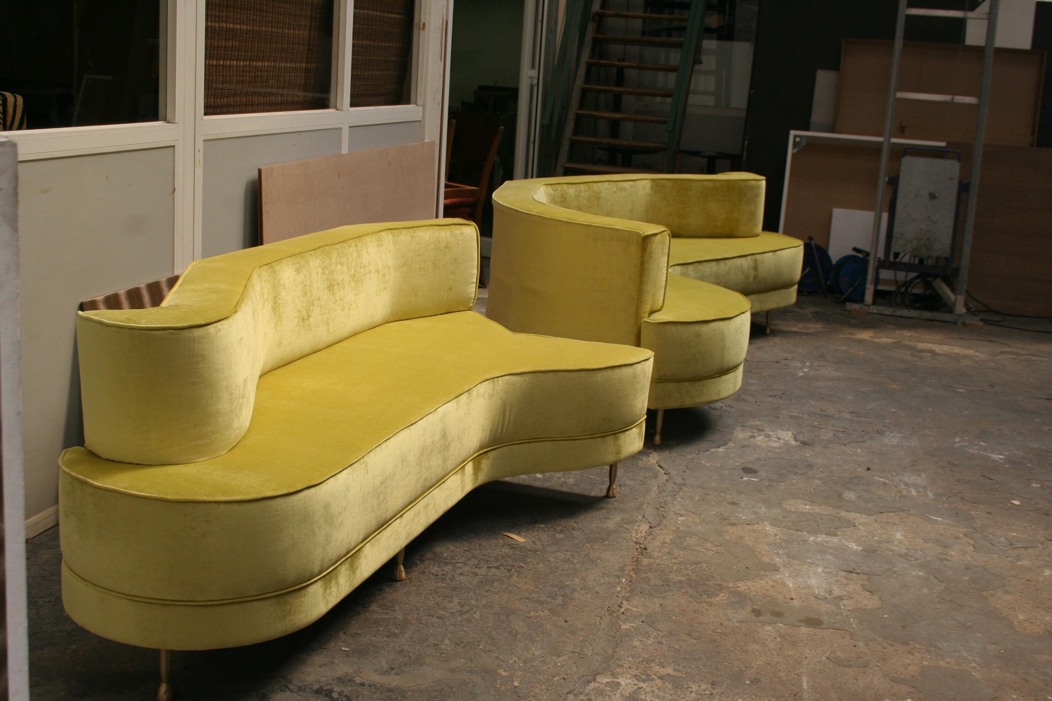 canap sur mesure haut de gamme en velours vert anis. Black Bedroom Furniture Sets. Home Design Ideas